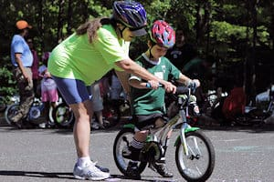 It's not just children who want to learn to ride a bike ...