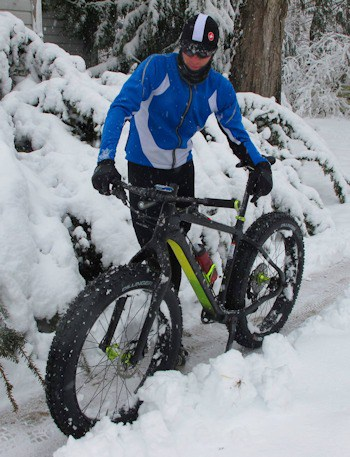 Shop customer Ben Tufford of Cognition Sports tries out his new Salsa Beargrease XXI